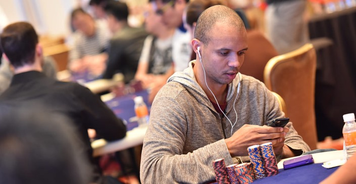PHIL IVEY ENTERS THE $1MILLION BIG ONE FOR ONE DROP